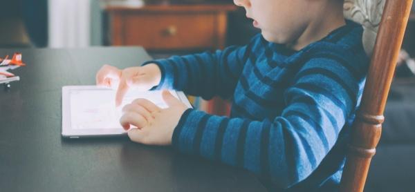 "Krümel testet den ""Lesewal"": Personalisierte Kinderhörspiele via Whatsapp, auf dem Krümel Blog"