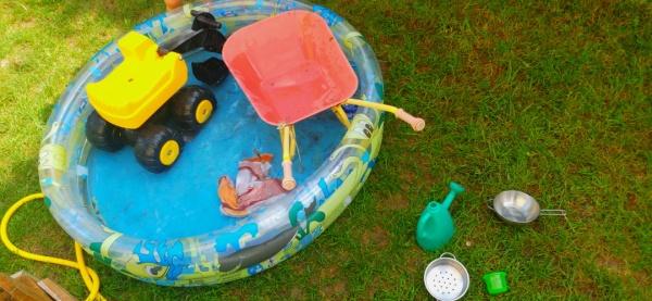 """""""Erfrischende Spielideen für den Sommer: 5 Tipps bei Hitze mit Kind"""", auf dem Krümel Blog"""