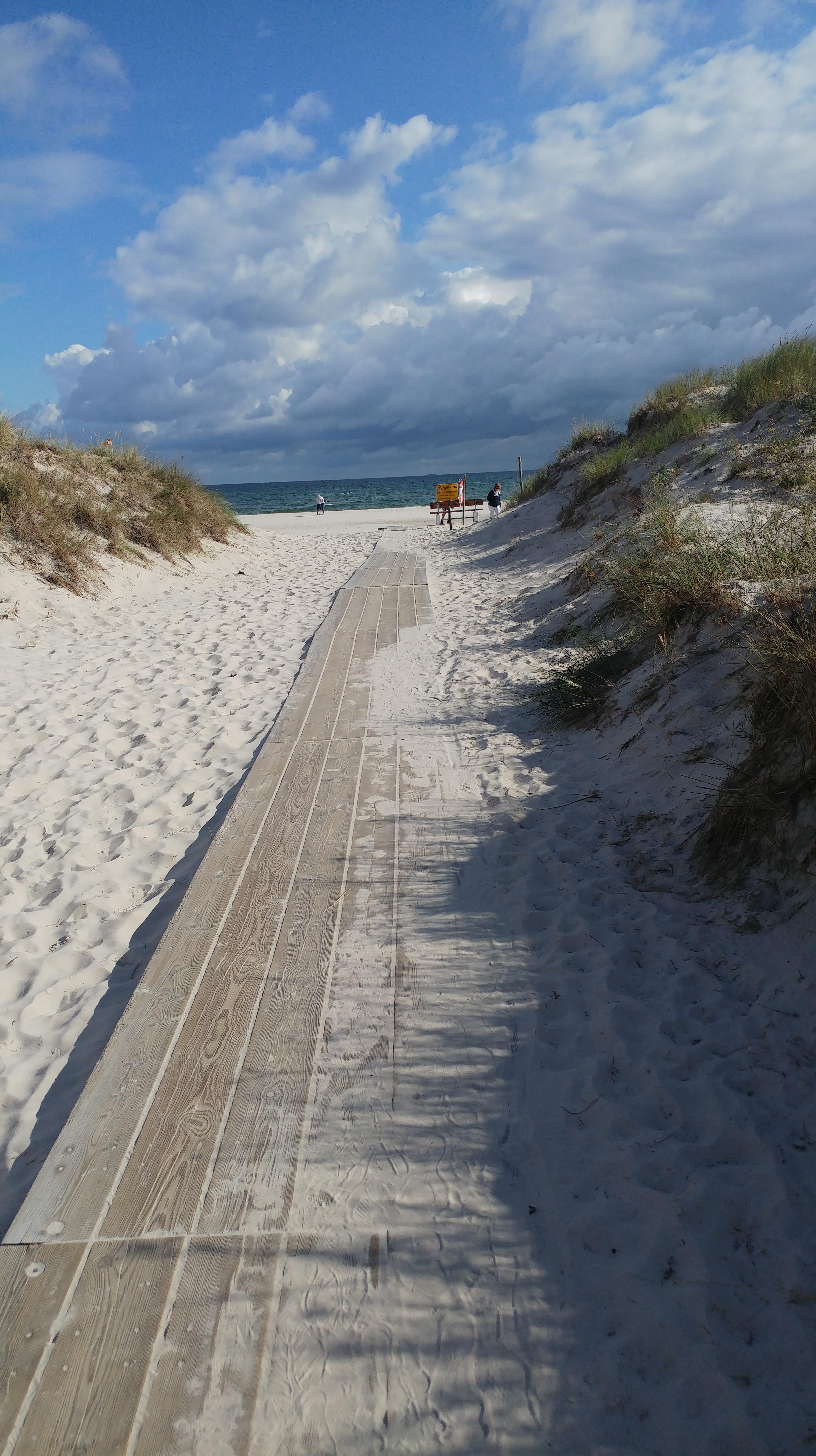 Immer den Brettern nach und man gelangt ans schwedische Meer, (c) Krümel Blog